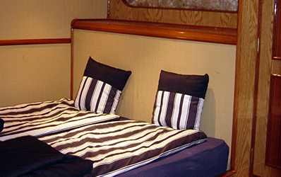 Queen-bed cabin